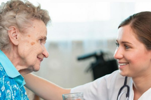 Asistencia-sanitaria-de-ancianos-destacada-e1425913121732